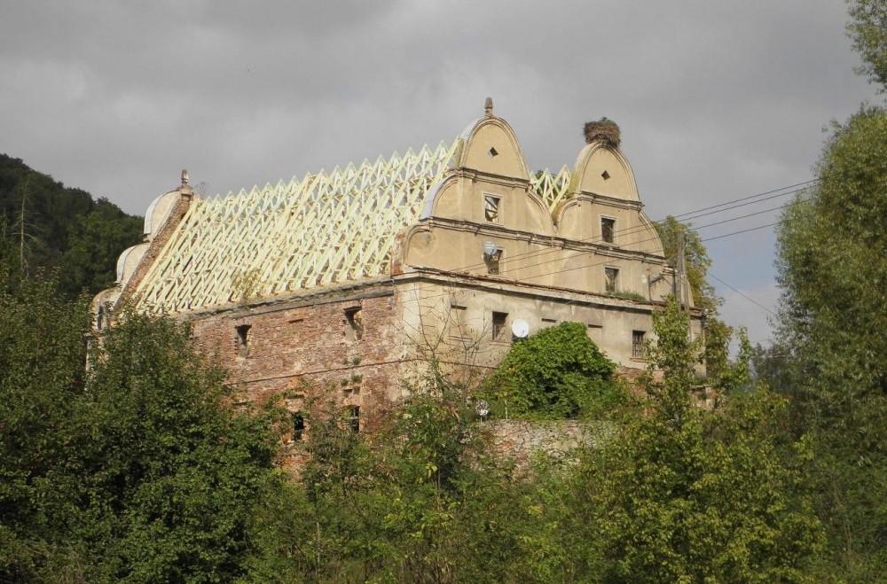 Wiązary dachowe - zabytkowy spichlerz Sarny